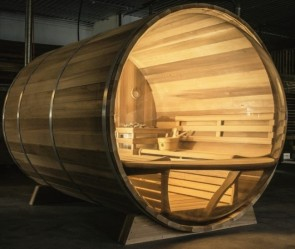 AUSSENSAUNA SAUNAFASS BARREL 301 RED CEDAR PANORAMA